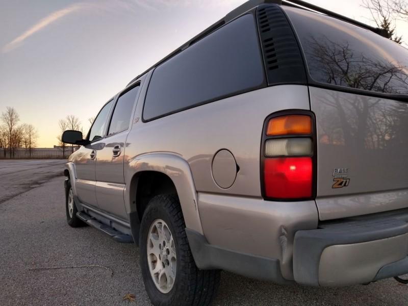CHEVROLET SUBURBAN 2004 price $3,995