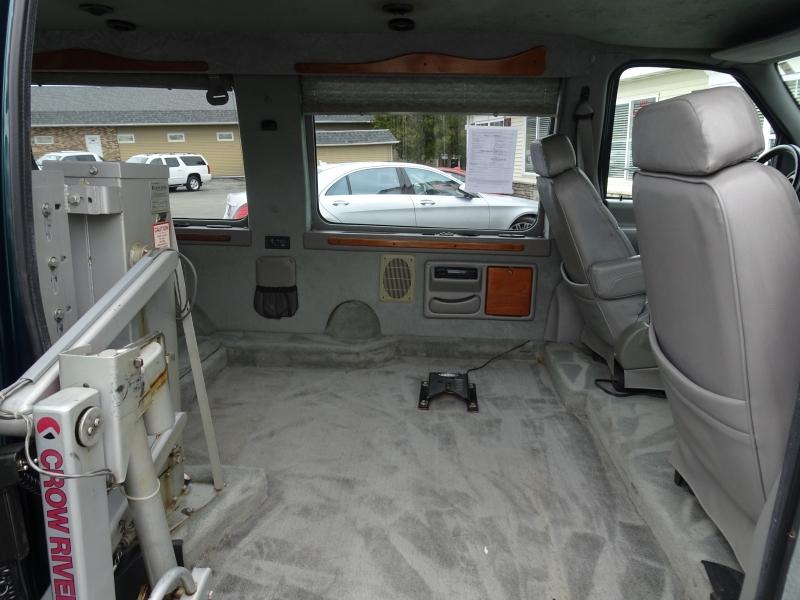 Ford Econoline Cargo Van 2001 price $10,995