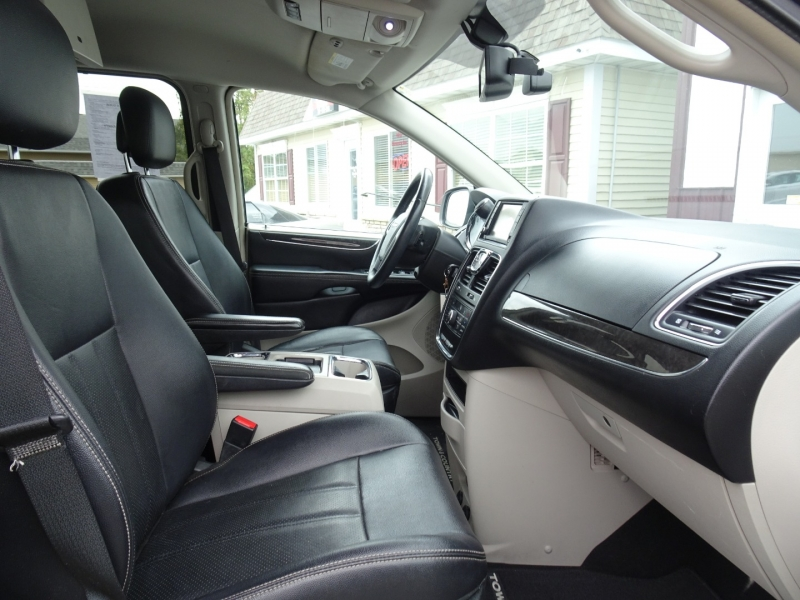 Chrysler Town & Country 2013 price $3,995