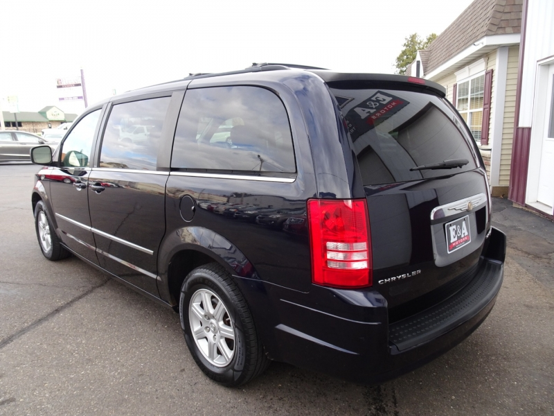 Chrysler Town & Country 2010 price