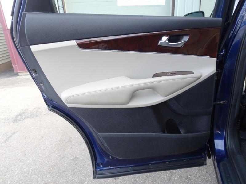 Kia Sorento 2017 price $17,500