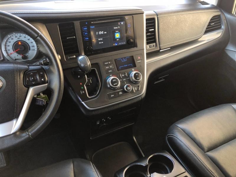 Toyota Sienna 2016 price $22,995