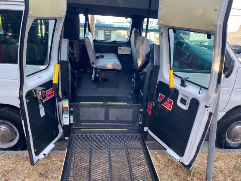 Ford E350 Extended Wheelchair Access Handicap Van Van 2002 price $13,950