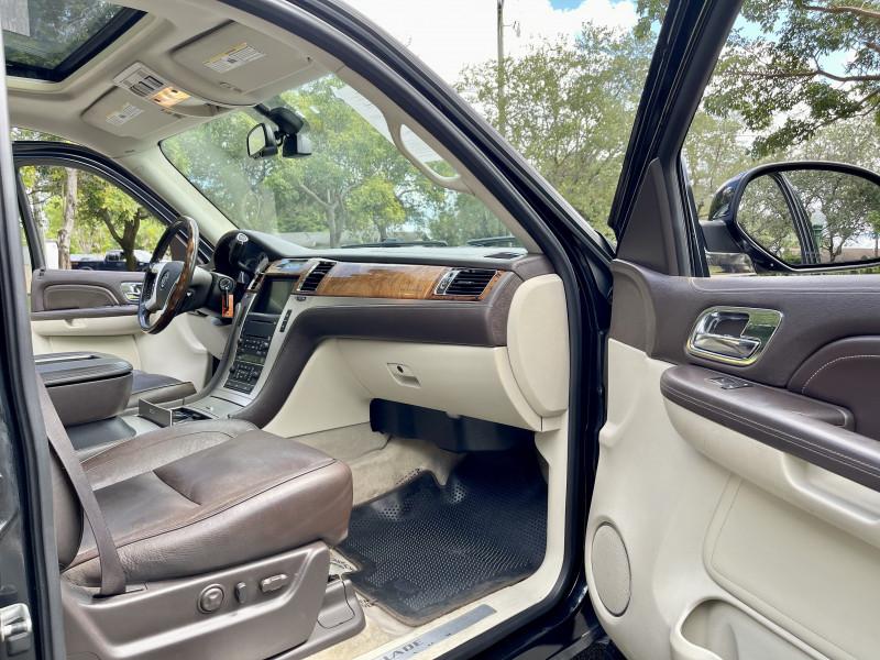 Cadillac Escalade 2009 price $10,995