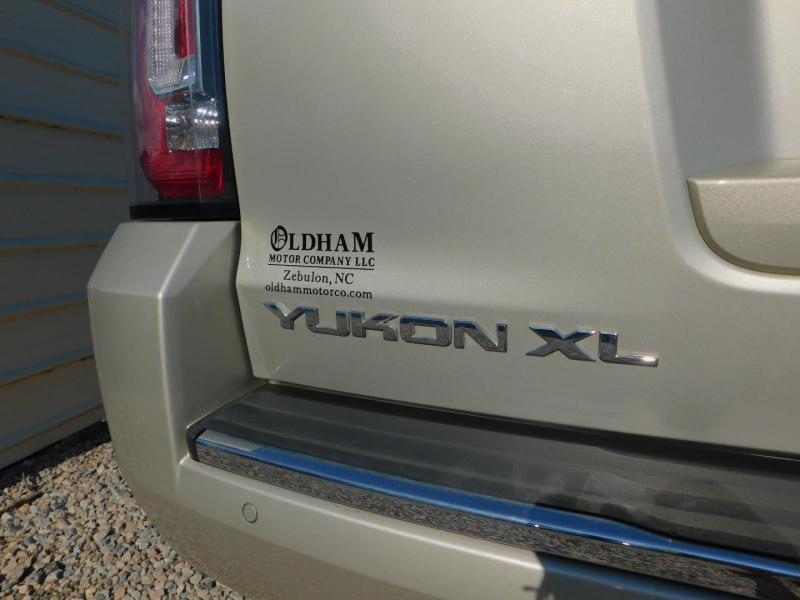 GMC Yukon XL 2016 price $33,900