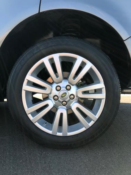 Land Rover LR 2 2010 price $11,495