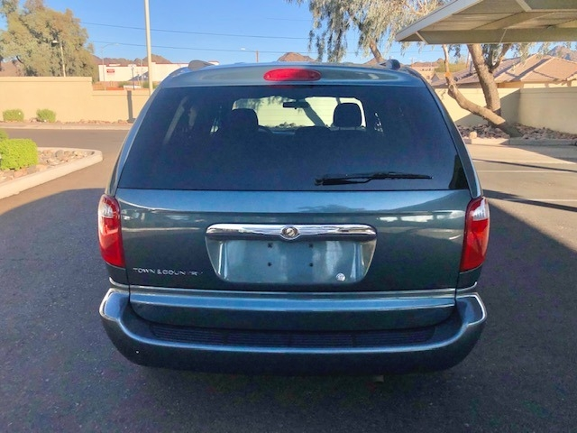 Chrysler Town & Country 2006 price $3,900