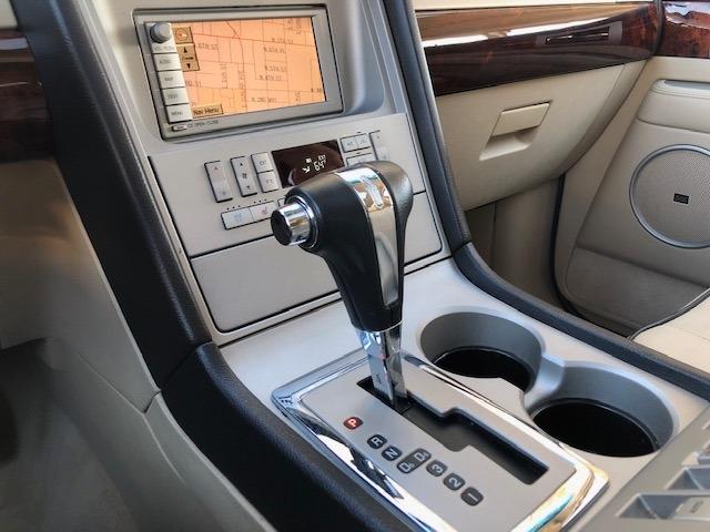 Lincoln Navigator 2006 price $8,995