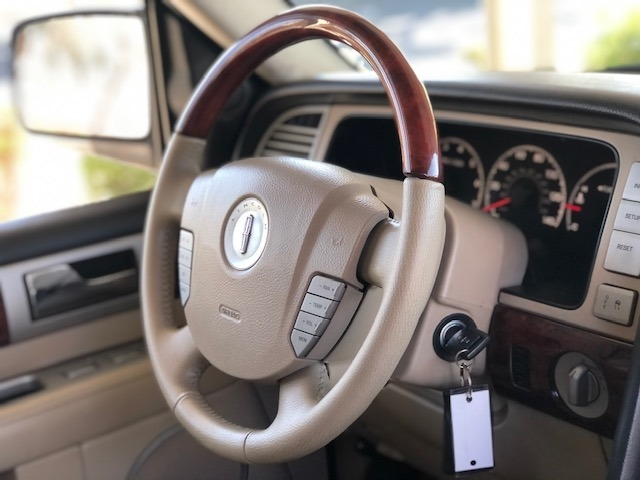 Lincoln Navigator 2006 price $11,900
