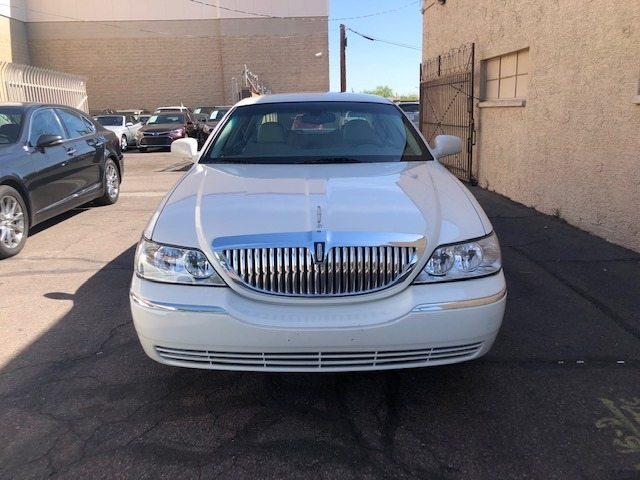 Lincoln Town Car 2004 price $13,500