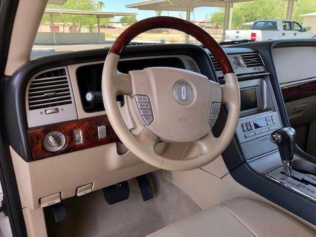 Lincoln Navigator 2005 price $11,900