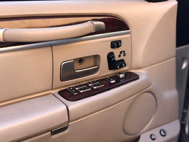 Lincoln Town Car 2007 price $8,995