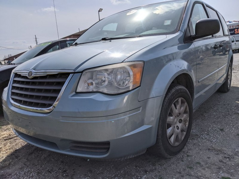 CHRYSLER TOWN & COUNTRY 2008 price $4,000