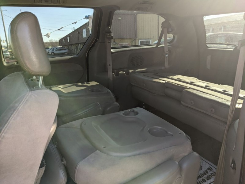 CHRYSLER TOWN & COUNTRY 2001 price $2,800