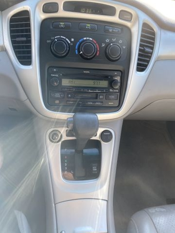 Toyota Highlander 2005 price $7,450