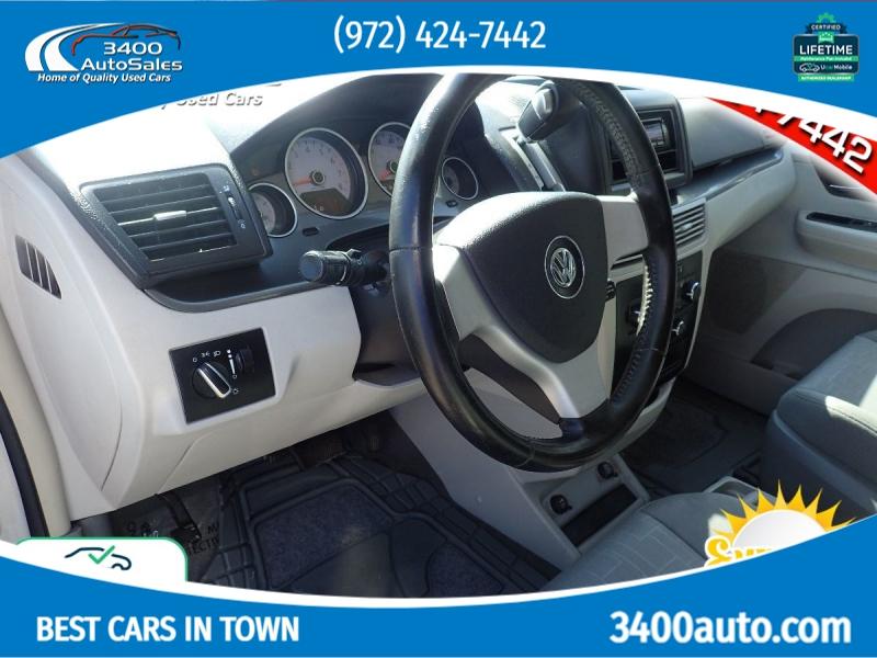 Volkswagen Routan 2009 price $7,835