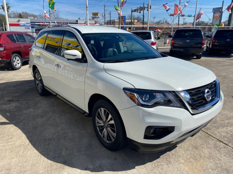 Nissan Pathfinder 2018 price $14,500