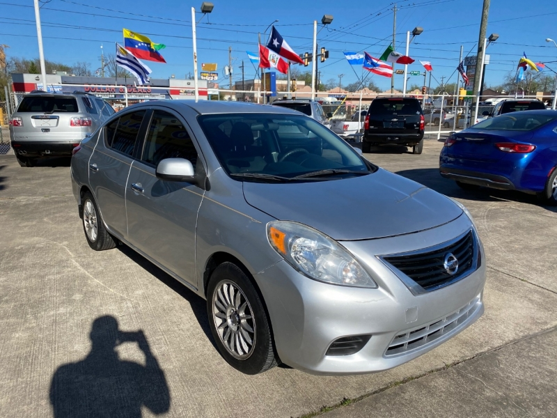 Nissan Versa 2013 price $4,500