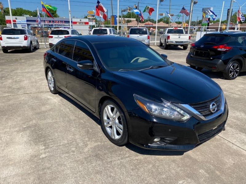Nissan Altima 2017 price $12,500