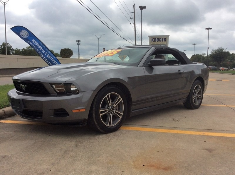 Ford Mustang 2010 price $8,995