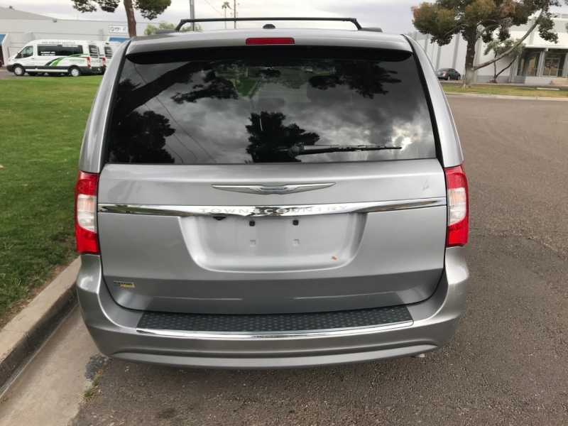 Chrysler Town & Country 2015 price $7,000