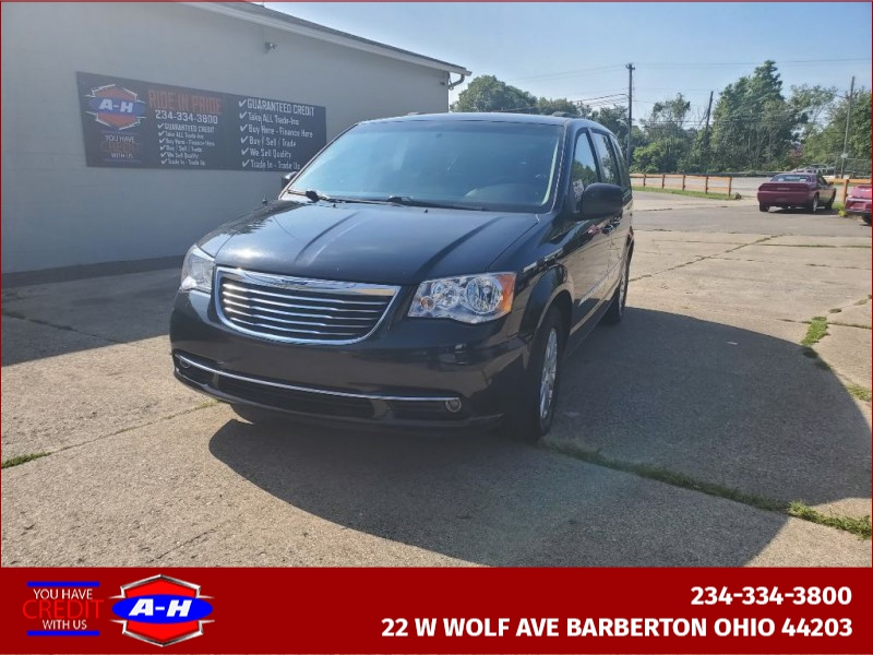 CHRYSLER TOWN AND COUNTR 2014 price $8,999