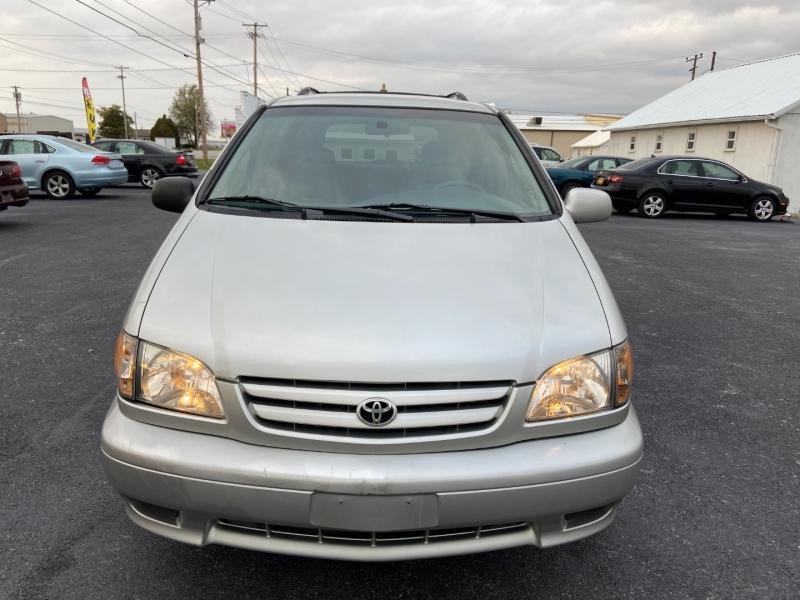 Toyota Sienna 2002 price $4,599