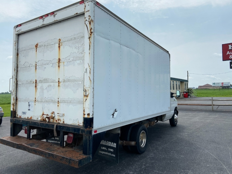 Ford Econoline Commercial Cutaway 2005 price $9,499