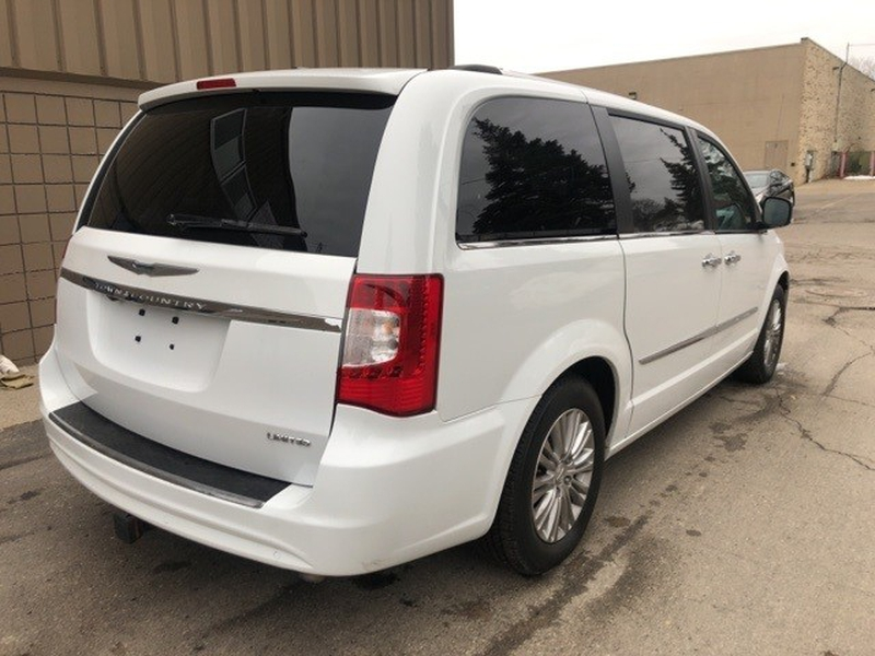 Chrysler Town & Country 2015 price $16,985