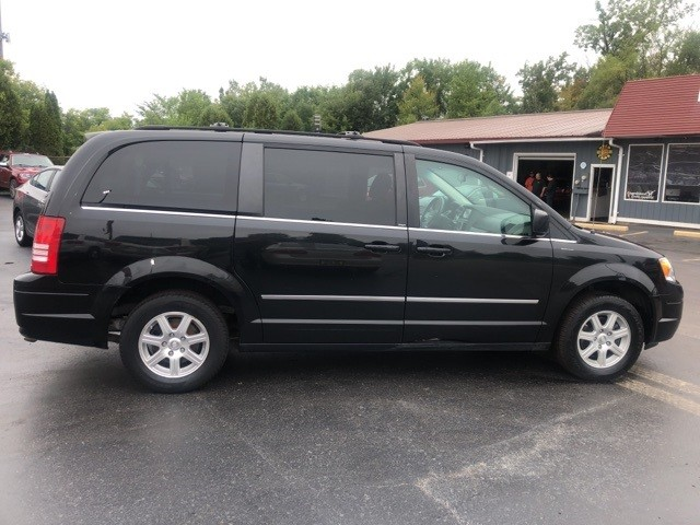 Chrysler Town & Country 2009 price $6,198
