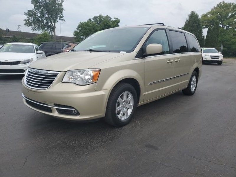 Chrysler Town & Country 2011 price $11,995