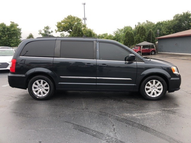 Chrysler Town & Country 2014 price $12,875