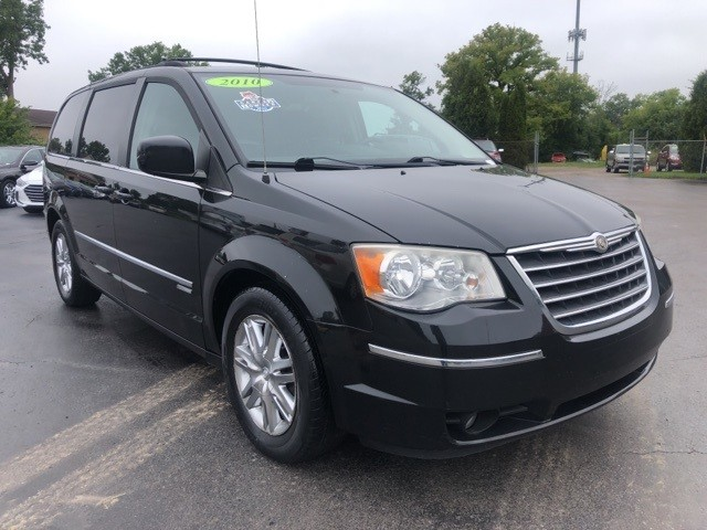 Chrysler Town & Country 2010 price $5,998