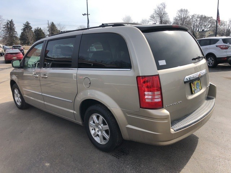 Chrysler Town & Country 2009 price $8,500