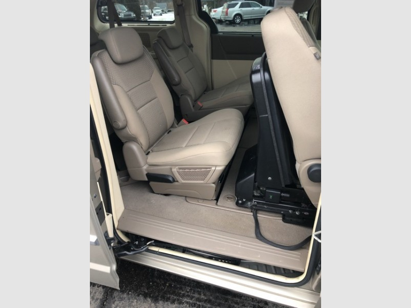 Chrysler Town & Country 2009 price $9,994