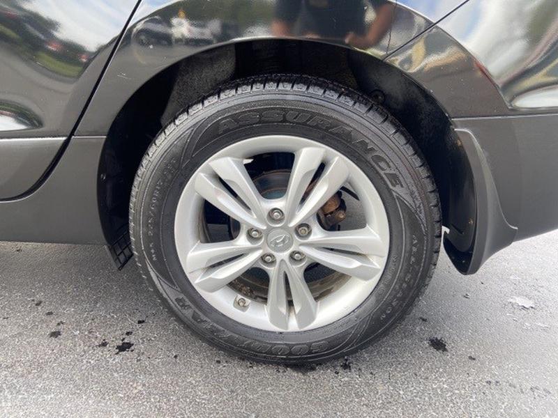Hyundai Tucson 2011 price $9,300