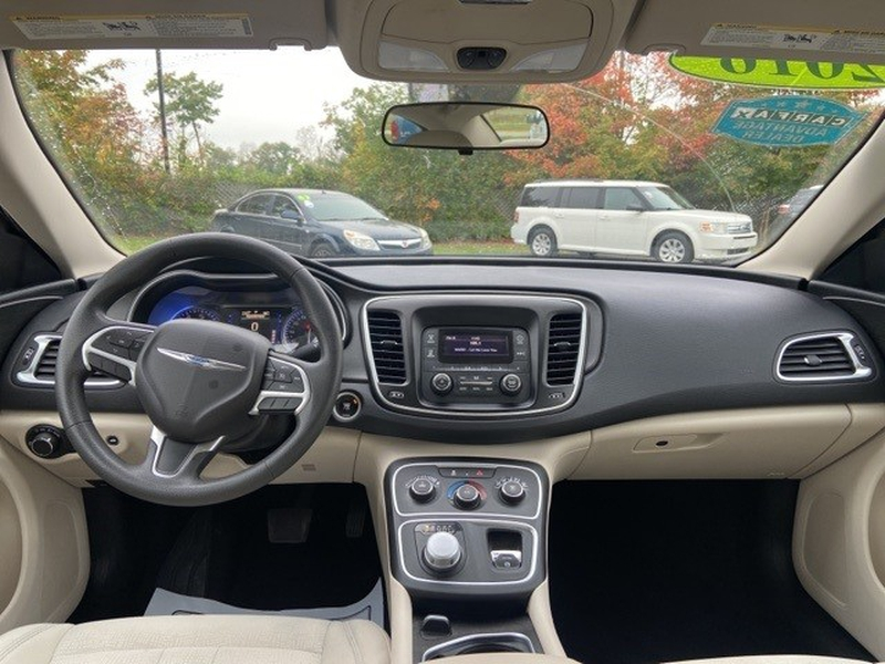 Chrysler 200 2016 price $16,595