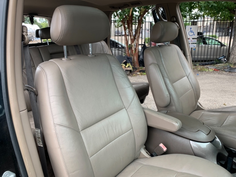 Toyota Sequoia 2004 price $5,495
