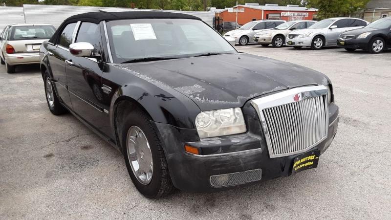 CHRYSLER 300 2005 price $825 Down