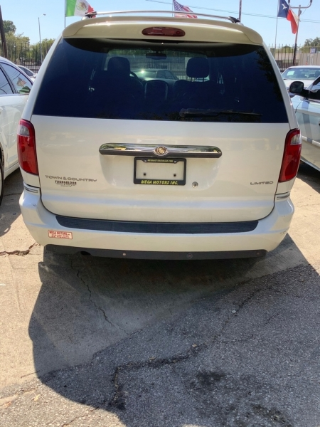 CHRYSLER TOWN & COUNTRY 2007 price $825 Down