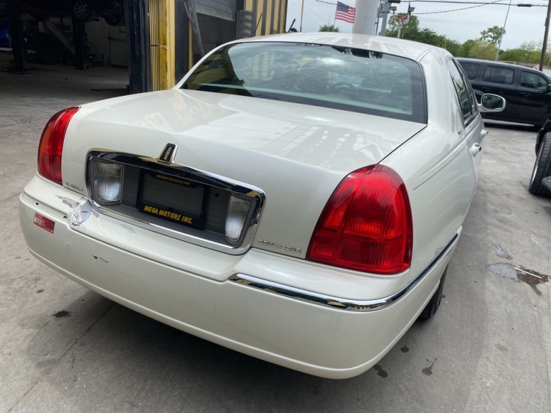 LINCOLN TOWN CAR 2006 price $2,000 Down