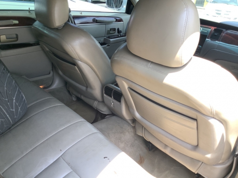 LINCOLN TOWN CAR 2004 price $1,000