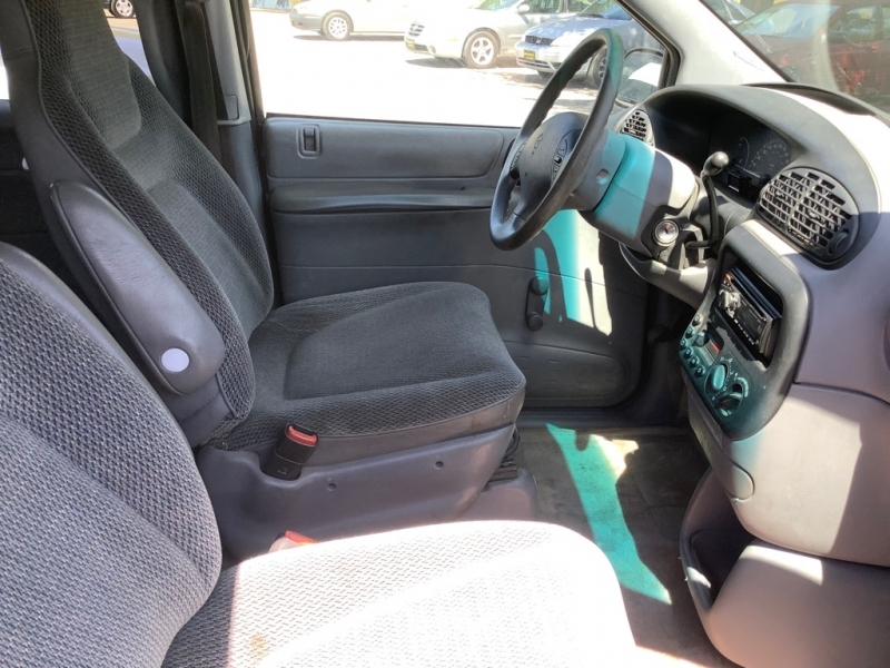 PLYMOUTH VOYAGER 1996 price $600