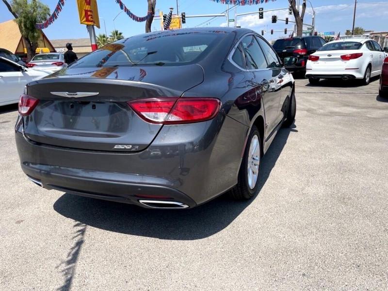Chrysler 200-Series 2016 price $12,995