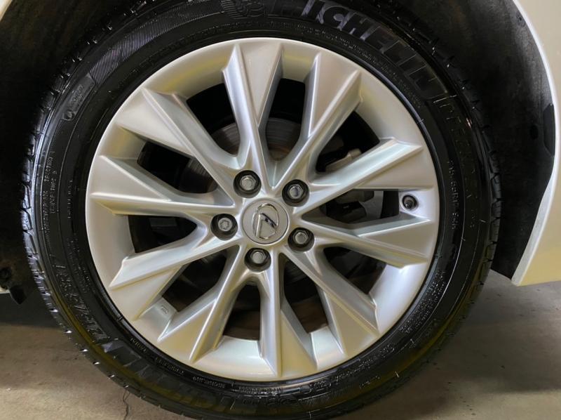 Lexus ES 300h 2015 price $16,495