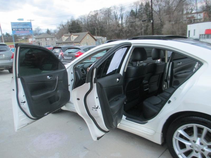 Nissan Maxima 2011 price $7,900