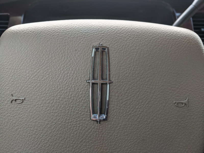 Lincoln Town Car 2006 price $4,500