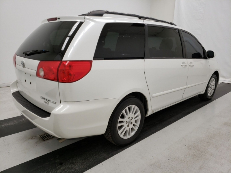 Toyota Sienna 2009 price $9,900