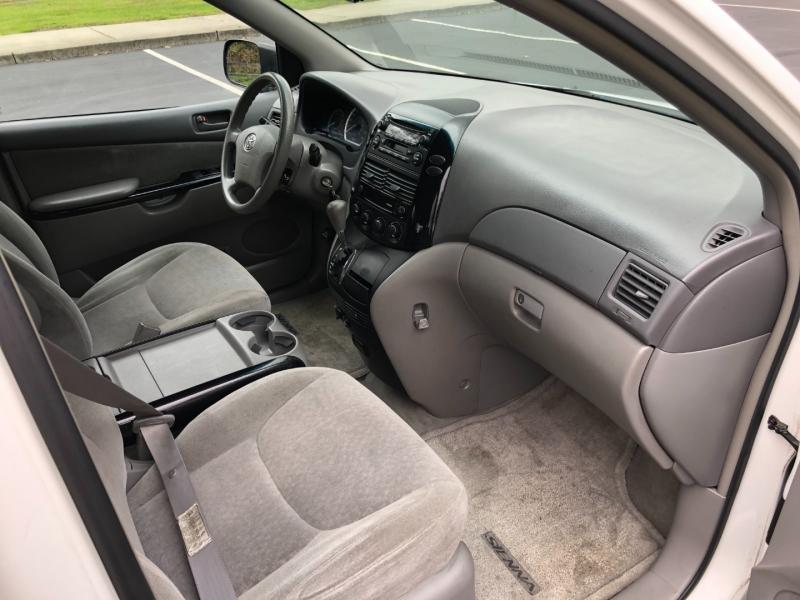 Toyota Sienna 2004 price $2,950