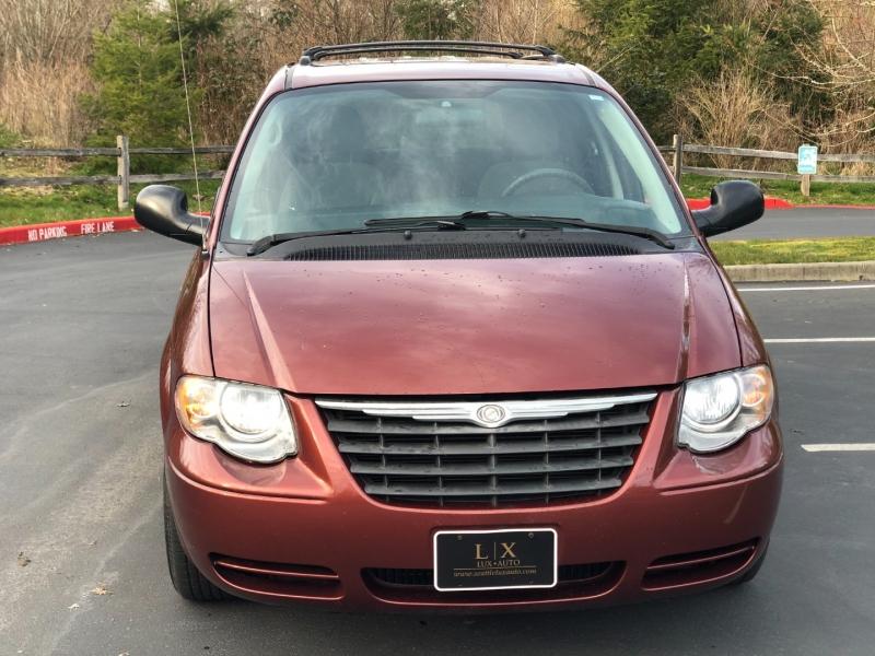 Chrysler Town & Country LWB 2007 price $4,450